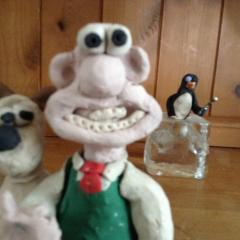 Feathers McGraw photo bombs Wallace and gromit